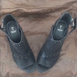 Black size 8 peep-toe ankle shoe boots.